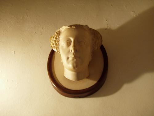 Скульптурное изображение Марии Стюарт