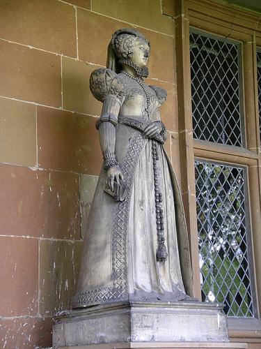 Статуя Марии Стюарт, Хардвик Холл.